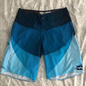 Men's Billabong Boardshorts Size 32
